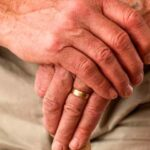 Сколько платят за опекунство пожилого человека 80 лет в 2021 году?