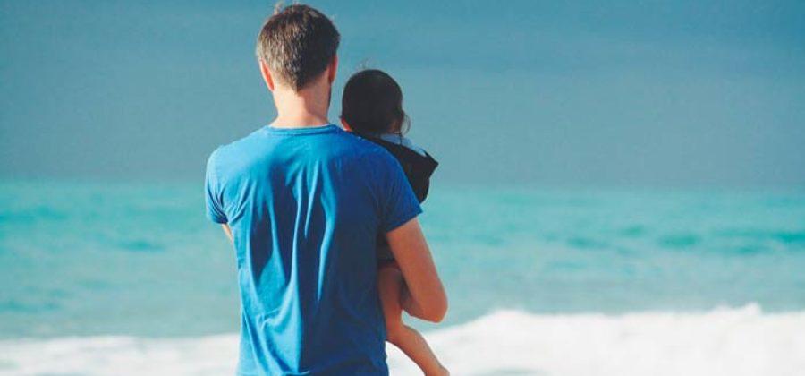 Как отказаться от отцовства добровольно и через суд?