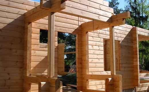 Построить дом из деревянных кирпичей